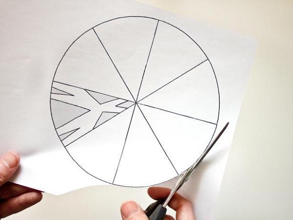 вырезаем снежинку из бумаги