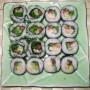 На фото показаны суши
