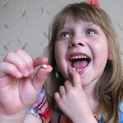 Отдаем молочные зубы мышке