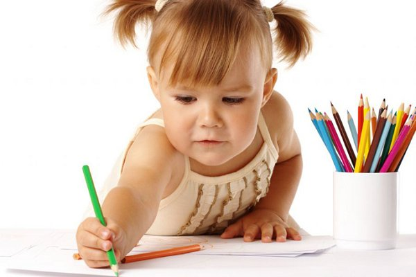 как держать карандаш при раскрашивании рисунков