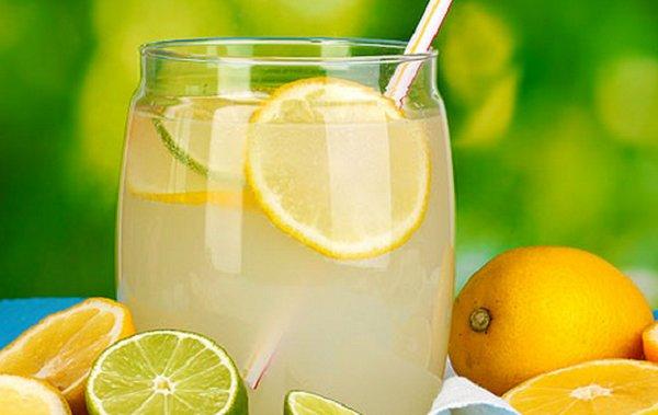 Лимонад из лимона и корицы